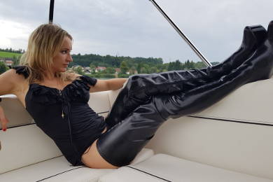 Lady Angelinas neue Latexstiefel